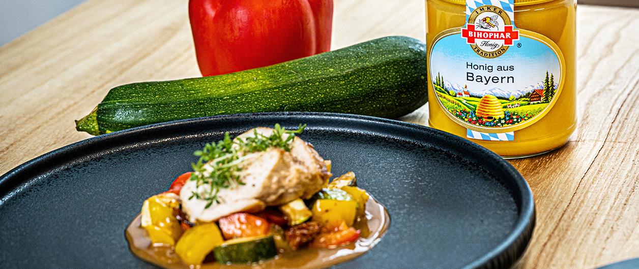 Hähnchenbrust mit Röstgemüse in Honigmarinade mit BIHOPHAR Honig aus Bayern