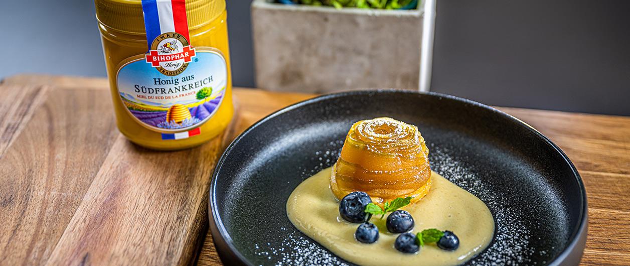 Tartelette Tatin mit Apfelschaum mit BIHOPHAR Honig aus Südfrankreich